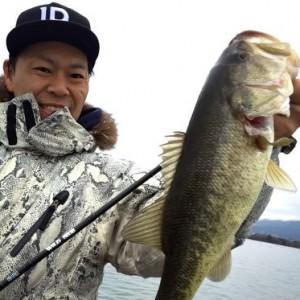 大きくはないけれども'15初琵琶バスキャチ。魚が冷たい…